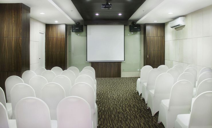 This comfortably meeting set up could accommodates up to 50 people. Perfect for any small business meetings or private occasions in Surabaya