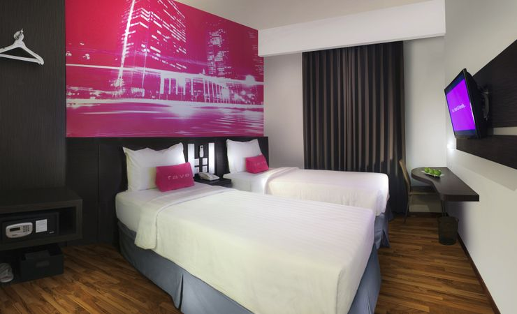A clean and comfortable room with Twin size bed of a budget hotel to stay while having trip to West Surabaya