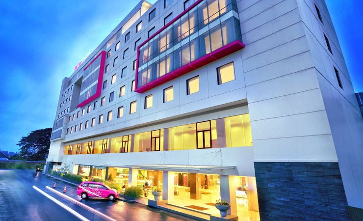 The most affordable budget hotel that strategically located inside Hyper Square area in downtown of Bandung city