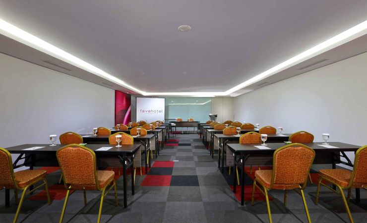 Classroom Style that can accommodate up to 70 persons