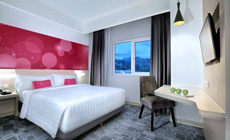 Facing the city of Jayapura this room is just perfect for you to stay in and enjoy the city of Jauapura.