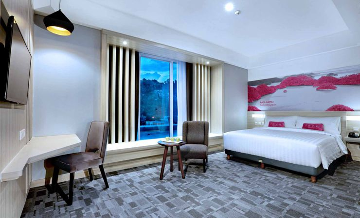 An extraordinary Room facing the mountain and city of Jayapura. There are only 7 rooms available.