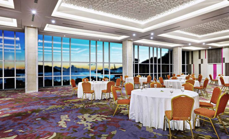 Right on top of the building, Cartenz is designed for every function that requires tremendous set up viewing the sea center of Jayapura.