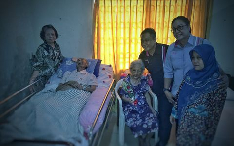 Share and care with elderly people at nursing home