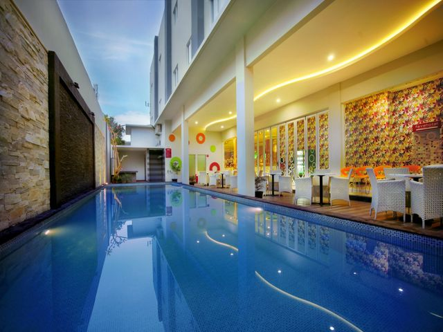 Favehotel kusumanegara facilities services for Swimming pool service software