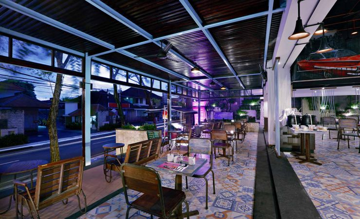 A unique, restaurant or cafe with spot to take picture and to have breakfast, lunch and dinner or drink with friends in a budget hotel to stay while holiday in Kuta Bali