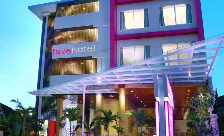 Simple and minimalist entrance for budget hotel in strategic area for your holiday in Kuta Bali