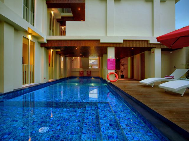 Favehotel kuta square facilities services for Swimming pool service software
