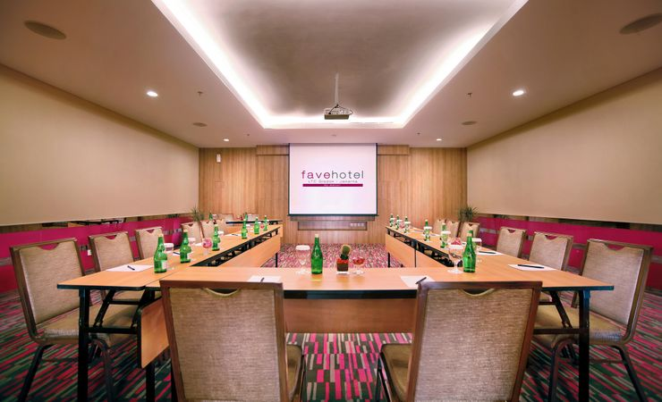 Medium meeting room for gathering and meetings