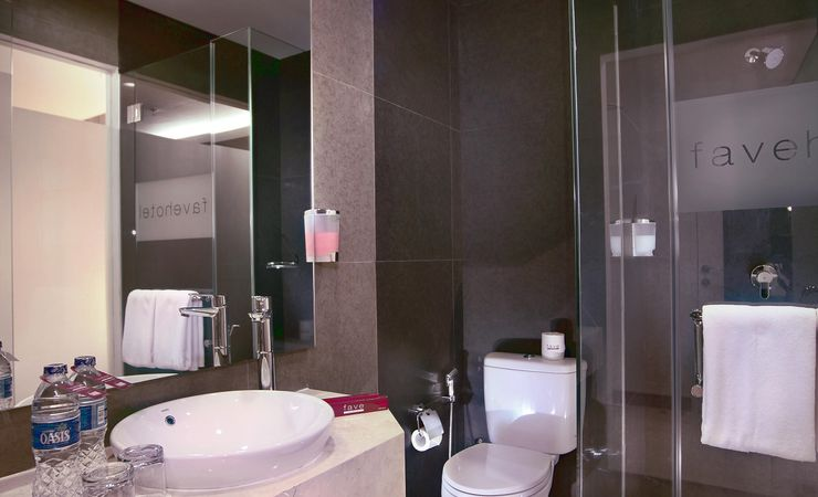 Minimalist and modern design with en suit shower is ideal for young travellers.