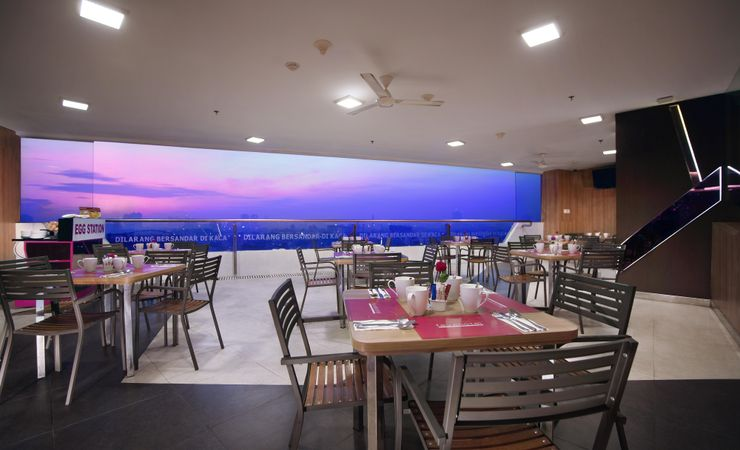 Restaurant facility for the guest to enjoy the city view, is ideal to held romantic dinner, and barbeque ( Smoking Area )