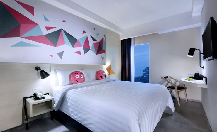 A stylish and modern room, typically favehotel. Accentuate to the comfort of bed to ensure you get a quality of sleep. Completed with a high speed wifi connection, best place where you can rest and work without going anywhere.
