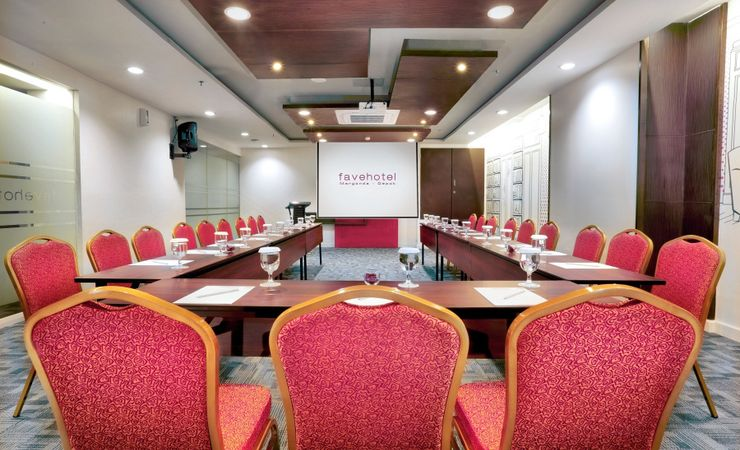 A private small meeting room to secure your important business deal