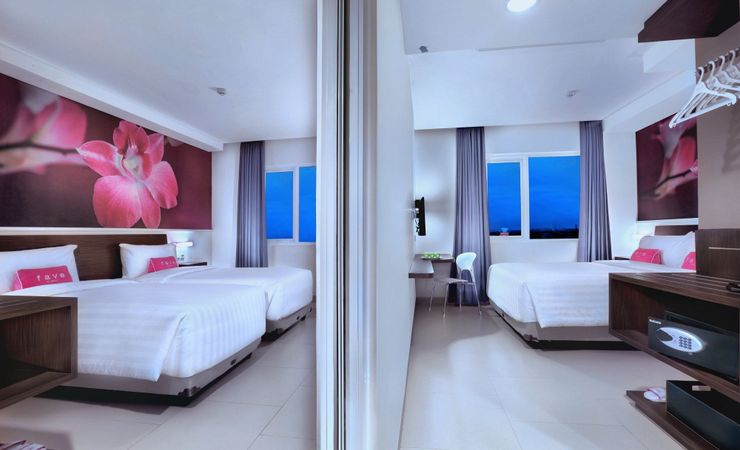 Standard room with connecting door to enjoy while staying with family