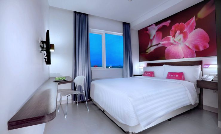 A stylish bedroom with comfortable bed and top quality room amenities with city view. Suitable for traveller