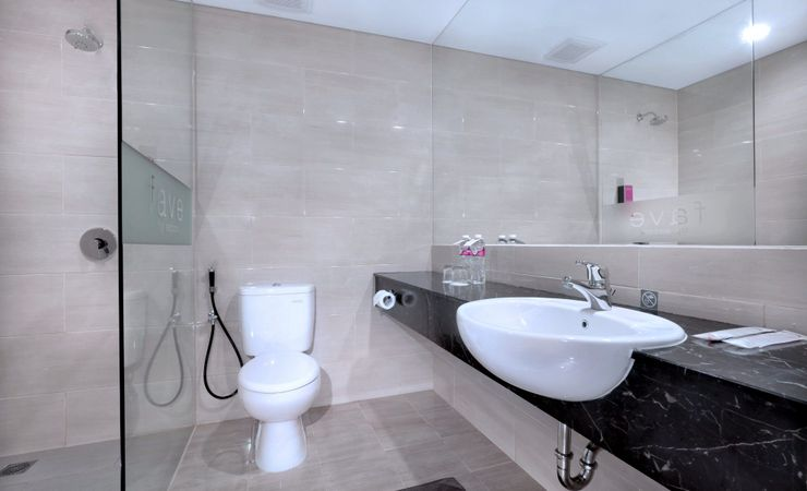 Clean and modern bathroom available with rain shower and complete bathroom amenities