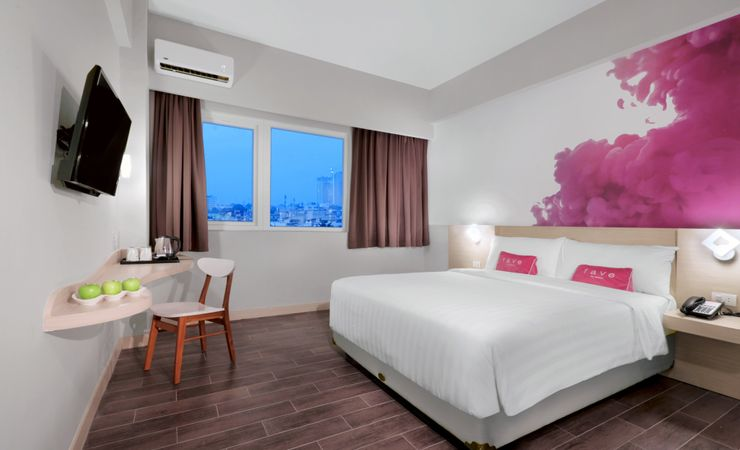 Set in 24 sqm modern and stylish room with en-suite bathroom completed by panoramic Medan city view.