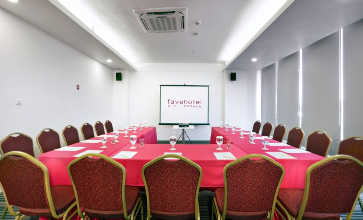 A meeting room with modern and complete meeting amenities