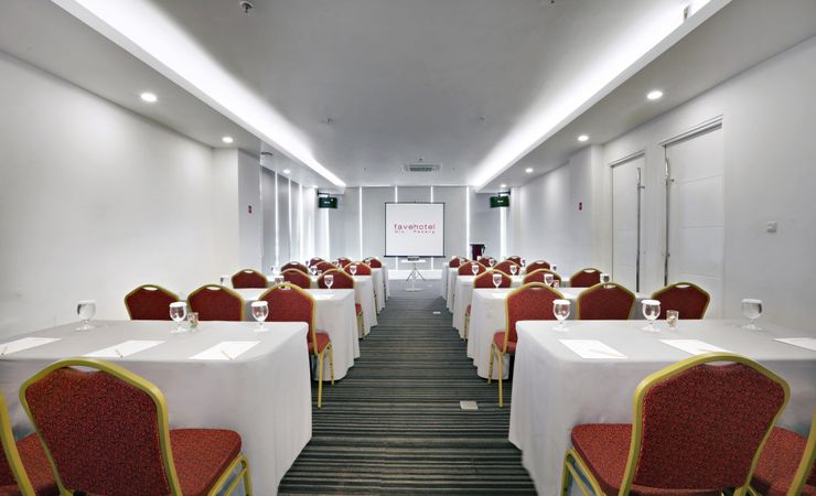 A meeting room to secure your important business deal