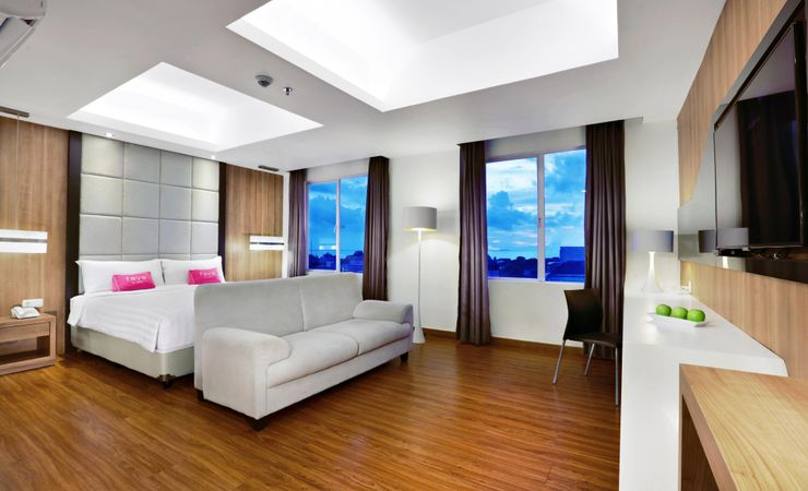 A spacious bedroom with top quality amenities completed by beautiful Padang city view.