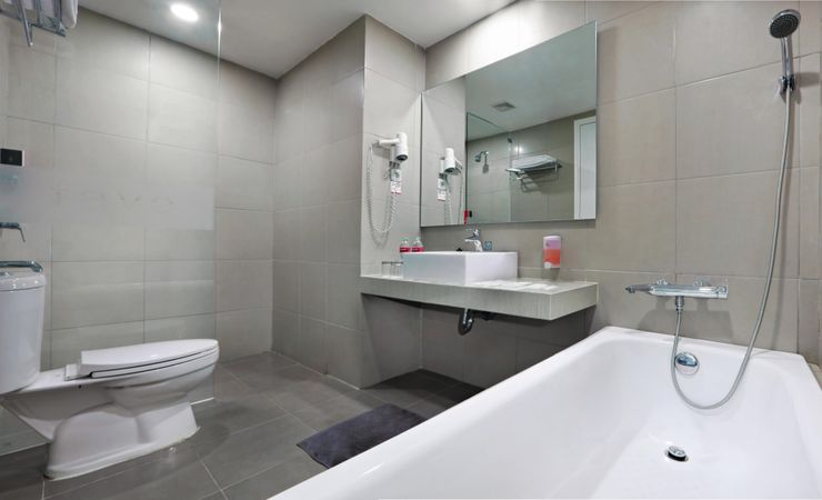 Clean and modern bathroom available with shower, bathtub, and complete bathroom amenities