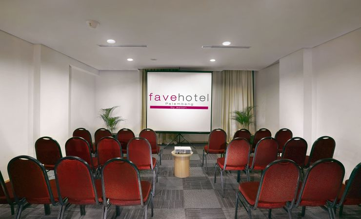 Ideal for strategic meetings Up to 20 to 50 people Top floor views 5th