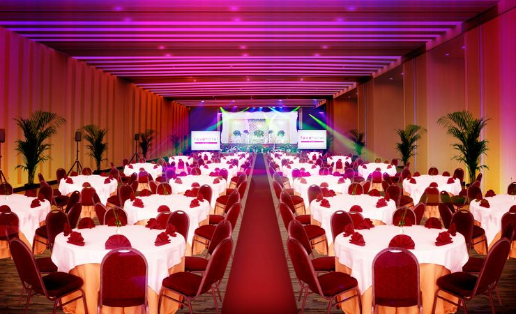 Sriwijaya Ballroom as comfortably accommodates wedding, meeting, gathering and special event