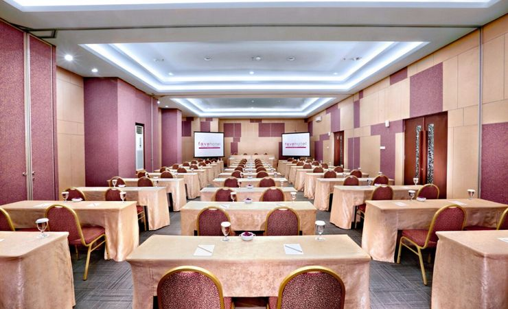 A large meeting room for meetings, workshops or training that can be tailored to your needs in Central of Jakarta