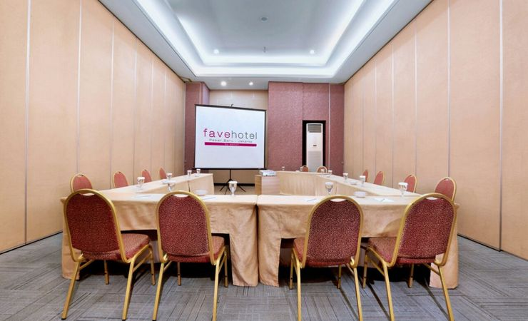 Our small meeting room, is available to suit your needs and it could cater up to 30 pax in hotel at Central Jakarta