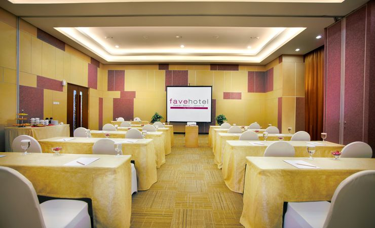 Small size meeting room that could cater up to 20 pax for your needs in hotel at Central Jakarta