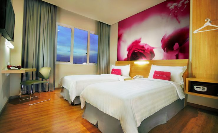 Clean and comfortable room with twin size bed in hotel at Central Jakarta