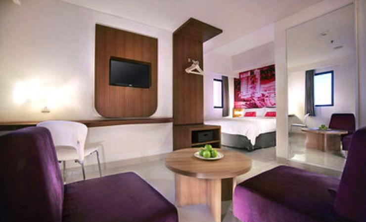 A clean and comfortable room with queen size bed of a budget hotel in East Jakarta