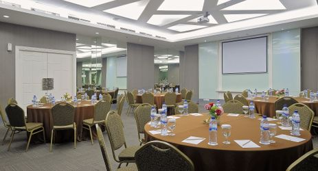 We have 6 stylish design meeting rooms with the medium size and maximum for 70 pax (classroom), 100 pax (theatre)