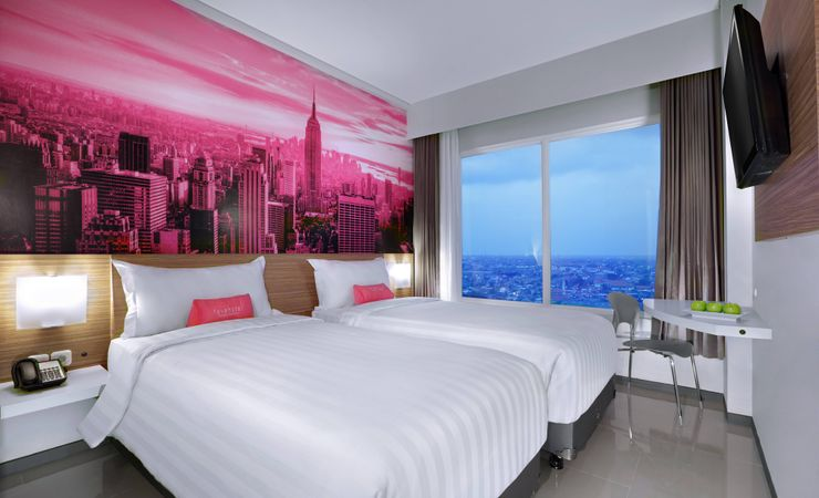 Featuring high quality amenities expected from an international standard hotel with 2-star facilities, the Standard Room delivers a suave atmosphere you expect to come home when you are away from home in Rungkut Surabaya
