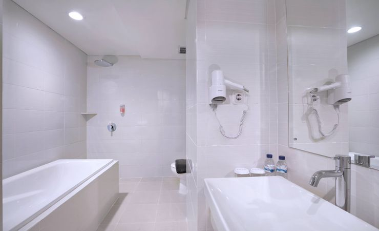 ensuite bathroom with standing shower and full amenities will delivers more suave atmosphere
