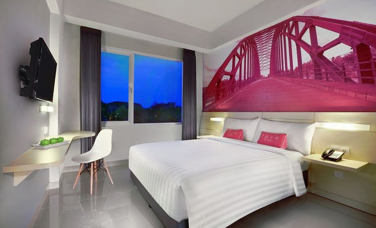 A fresh and energetic room with queen size bed of a budget hotel while you come and stay at Bojonegoro City