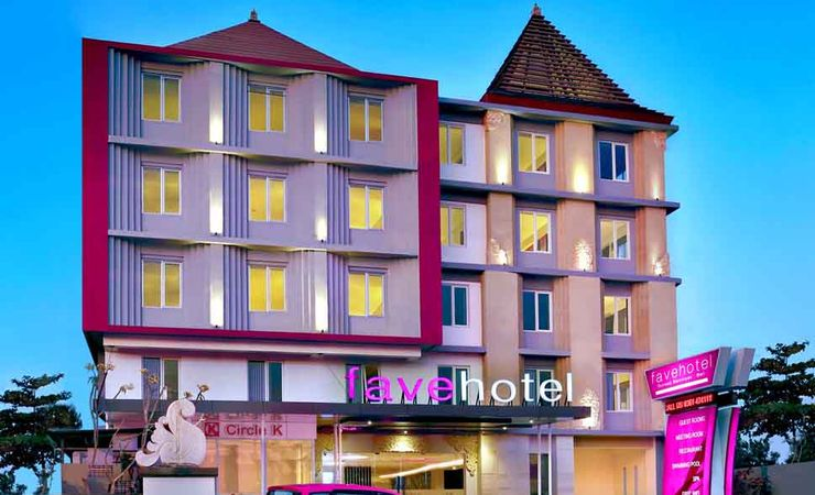 Located in the Main Street of Sunset Road which close to the attraction in Seminyak Bali for comfort stay of budget hotel