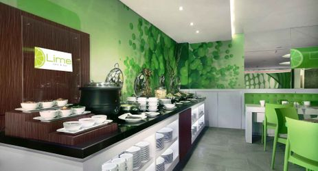 a fresh ambience restaurant for breakfast, lunch and dinner to enjoy your holiday in budget hotel Seminyak Bali