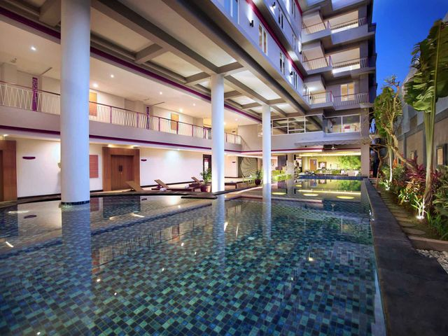 Favehotel sunset seminyak facilities services for Swimming pool service software