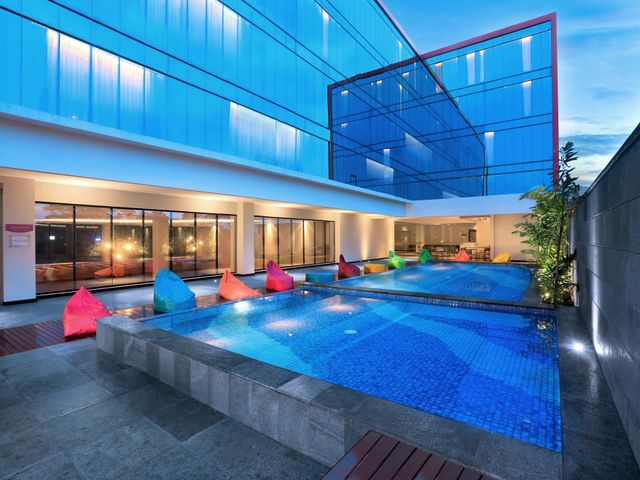 Favehotel tasikmalaya facilities services for Swimming pool service software