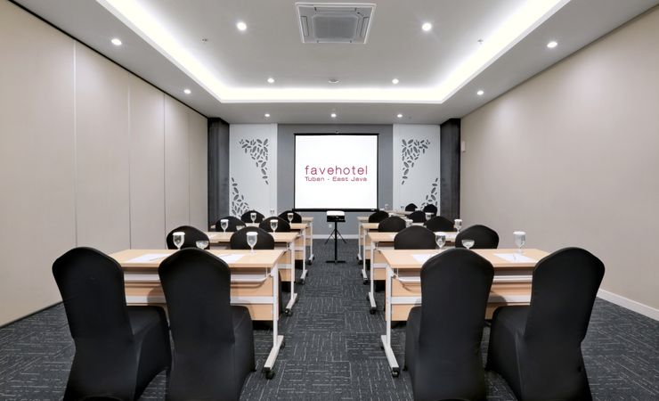 Amaryllis Meeting Room comfortably accommodates up to 89 people. Suitable for private meetings or training.