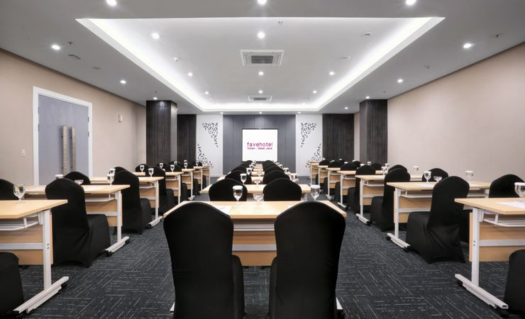 Azalea Meeting room comfortably accommodates up to 134 people. Perfect for any celebratory occasions such as major business meetings and exhibitions