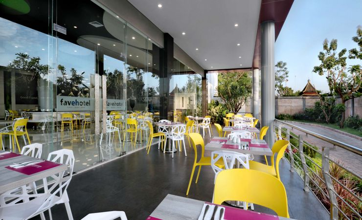 Tempayan Restaurant is a fine restaurant settled next to lobby area. With 150 seating capacity.