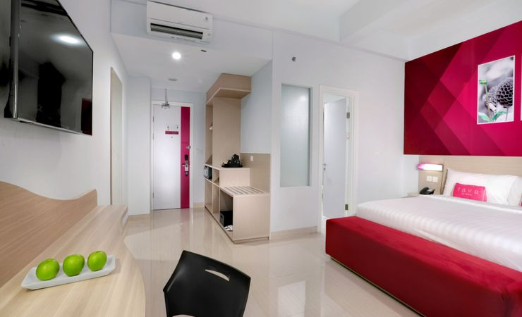 Deluxe Room offers queen bed guestroom only and non smoking room. This room is furnished with both beach view and city view on the 2nd floor.