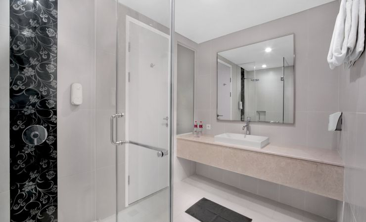 Modern, clean bathroom comes with large standing showers, fluffy cotton towels and complimentary bathroom amenities