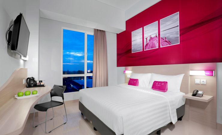 Superior Room offers queen bed and twin bed guest room with smoking and non-smoking room. This room is furnished with both beach view and city view on the 2nd-8th floor
