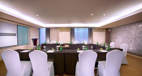 A minimalist indoor meeting room with fully equipped meeting facilities to host business meetings in Kuta Bali