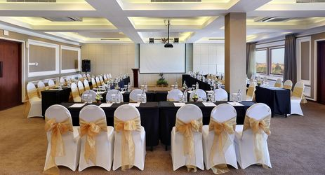 A large indoor meeting room with fully equipped meeting facilities to host meetings and gatherings in Kuta Bali