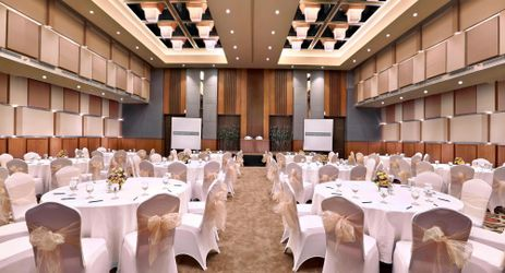 Situated on our lobby level, the HARPER Ballroom features plush carpets, wood panelling, and pillar-less ideal for conference, meeting, team building, and wedding in Yogyakarta