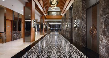 Situated on our lobby level, the HARPER Ballroom features plush carpets, wood panelling, as well as a reception area overlooking the lobby to host a conference, meeting, team building, and wedding in Yogyakarta